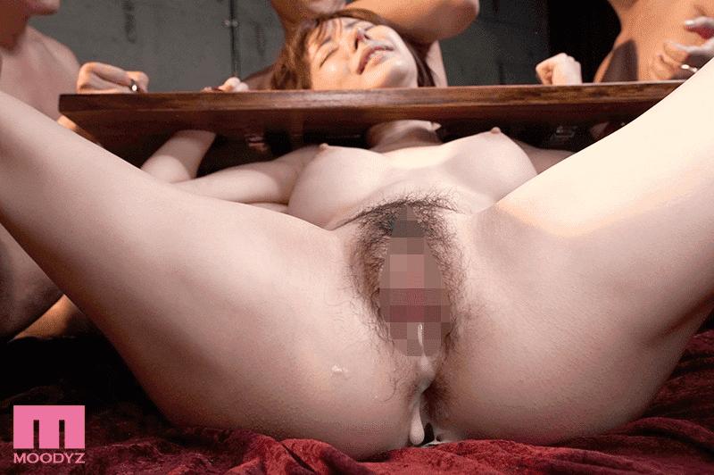 身動き出来ない美女を徹底輪● ギロチン中出し肉便器 深田えいみ中出しSEX