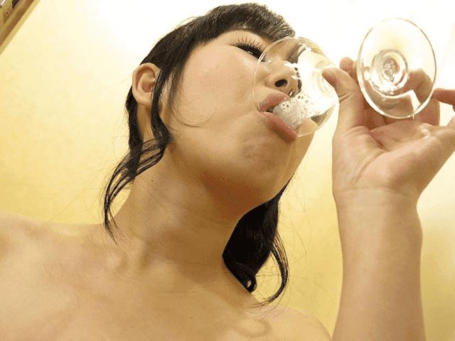 「えろえろスペルマ 4 塚田詩織」グラスザーメン飲み