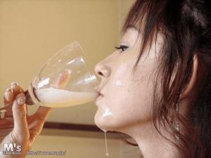 「痴女スペルマニア 緒川さら」グラスザーメン飲み