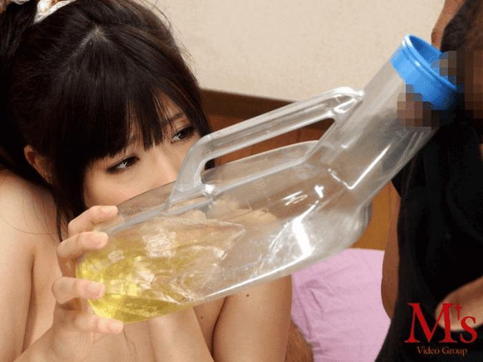 「初飲尿ゴックン37発 ありさ」尿瓶ため
