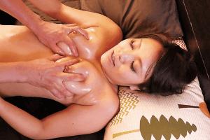 「爆尻Fカップ美巨乳の奥さんに誘惑されて 高坂あいり」ローション乳触り