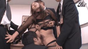 「ムッチリ爆乳のお姉ちゃんはごっくん中出し大好き痴女 本真ゆり」乱交SEX