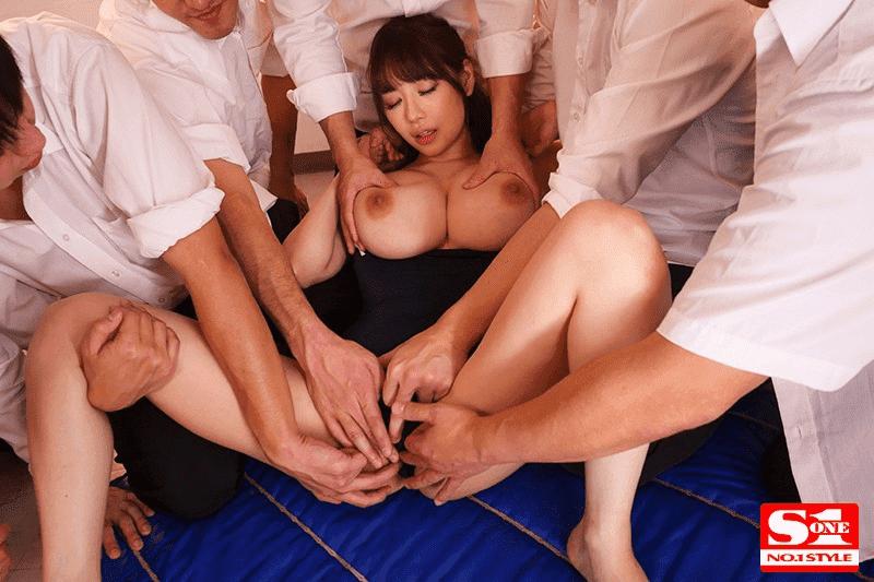 「輪姦された水泳部顧問Jカップ女教師 安齋らら」複数指マン