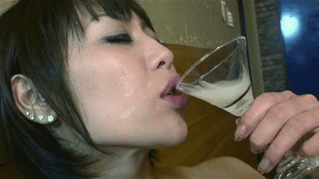 「ザーメン乾杯! グラスで飲む精液ゴクゴク総集編」グラスザーメン飲みの瞬間