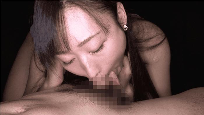 「丸呑み!14 強吸引喉締めの女!小川ひまり」ディープスロート中に舌を出す小川ひまり1