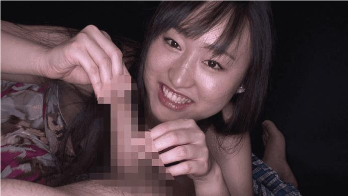 「丸呑み!14 強吸引喉締めの女!小川ひまり」仮性包茎の皮を指で引っ張る小川ほまり